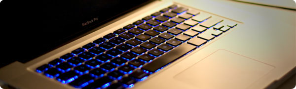 MacBook Pro Unibody - 50mm - f/1.4 - 1/250s - ISO 400 - EOS 450D